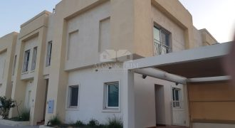 Elegant 4 Bed | Private Pool | Vacant and Bright